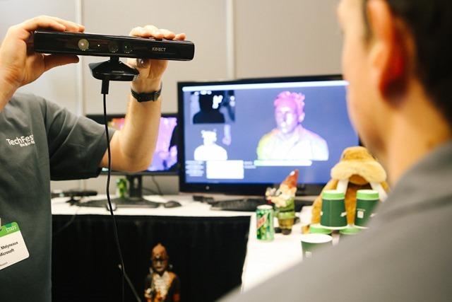 微软再次演示 Kinect Fusion 和手势识别技术,将整合入 Kinect for Windows SDK